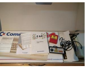 Commodore 64C m. kasse  og manual (Power Play Bundle)